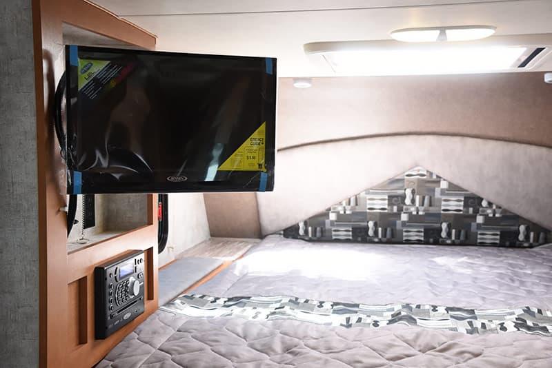 Adventurer 89RBS cabover HDTV viewable