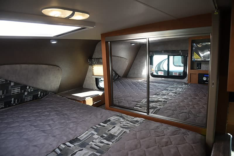 Passenger Side Adventurer 89RBS bedroom