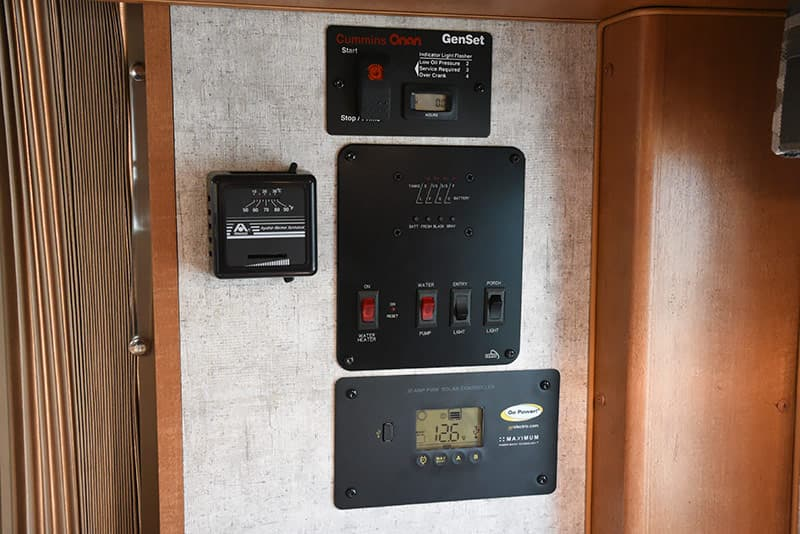 Adventurer 89RBS kitchen monitors and solar thermostat