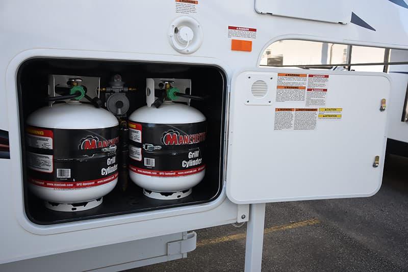 Adventurer 89RBS two twenty pound propane bottles