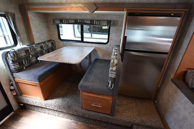 Adventurer 89RBS Slide-Out Room