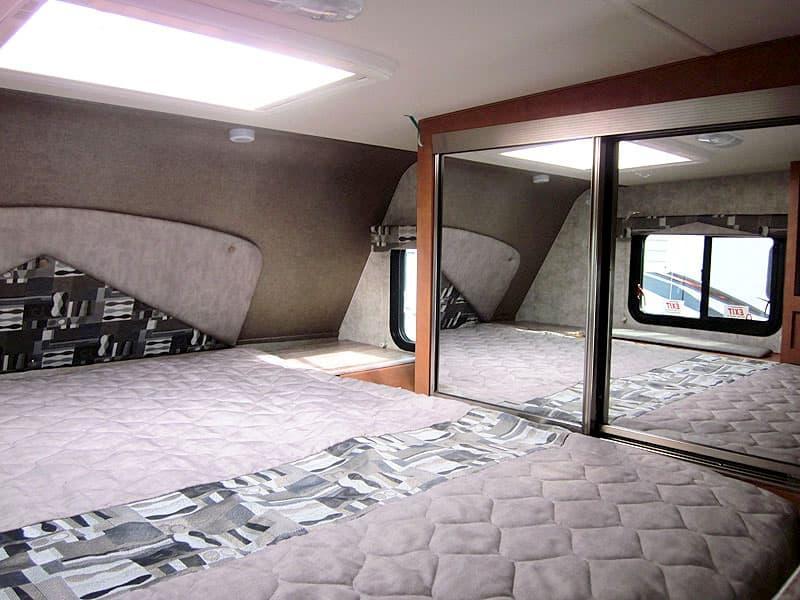 Adventurer 89RBS wardrobe and nightstand