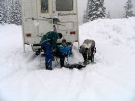 Boondocking-Snow-Shoeing-Lightning-Lakes