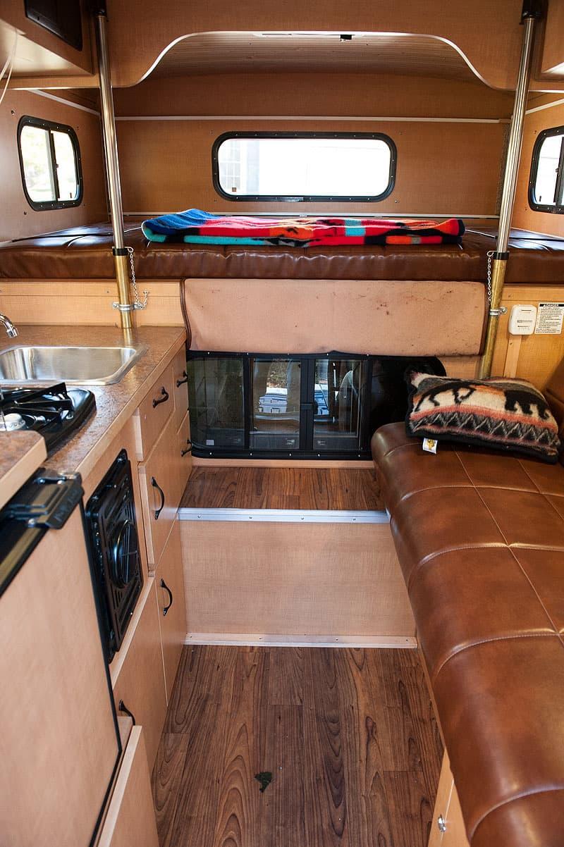 Alaskan Camper 5.5 interior