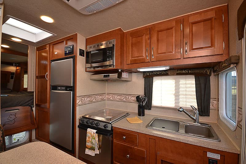 Straight kitchen in the Arctic Fox 865