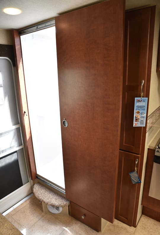 Arctic-Fox-2016-roller-bearing-bath-door