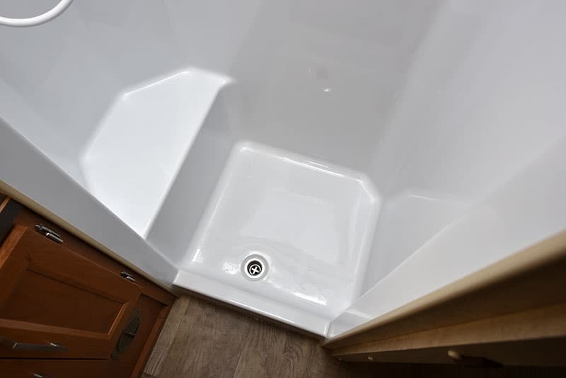 Bigfoot 10.4 Dry Bath Lower Shower