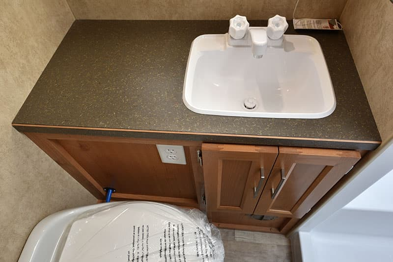 Bigfoot 10-4 Dry Bath Sink and Counter