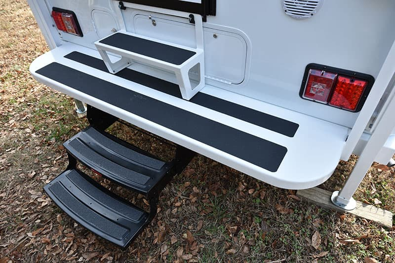Bigfoot 10.4 Rear Bumper And Steps