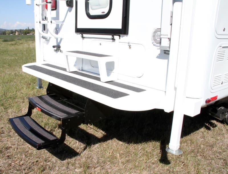 Bigfoot Aluminum Rear Platform Step Bumper