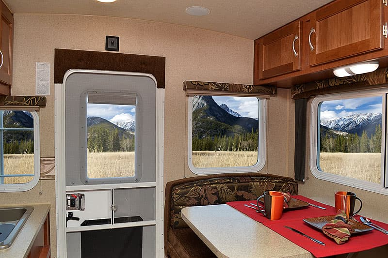 Decor in the 2017 Arctic Fox 865