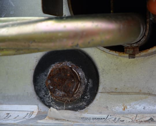 water-heater-anode-rod-1-corroded