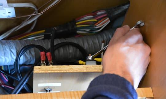 remplacement de la connexion du régulateur à la batterie