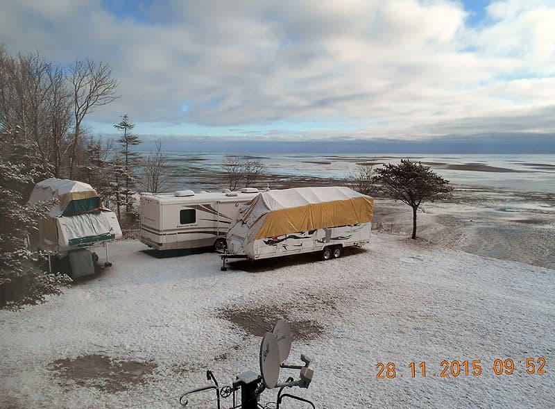 Camper-topper-winter-snow