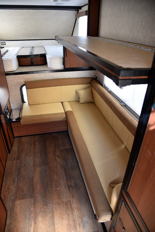 2015 Camplite Features Dual Twin Beds In 10 0 Model