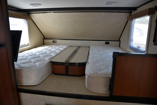 2015 CampLite Features Dual Twin Beds In 100 Model