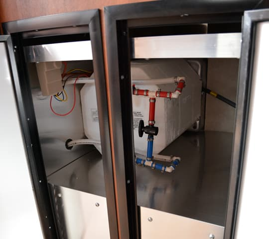 camplite-9-6-water-heater-access
