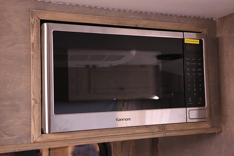 Capri Retreat kitchen microwave