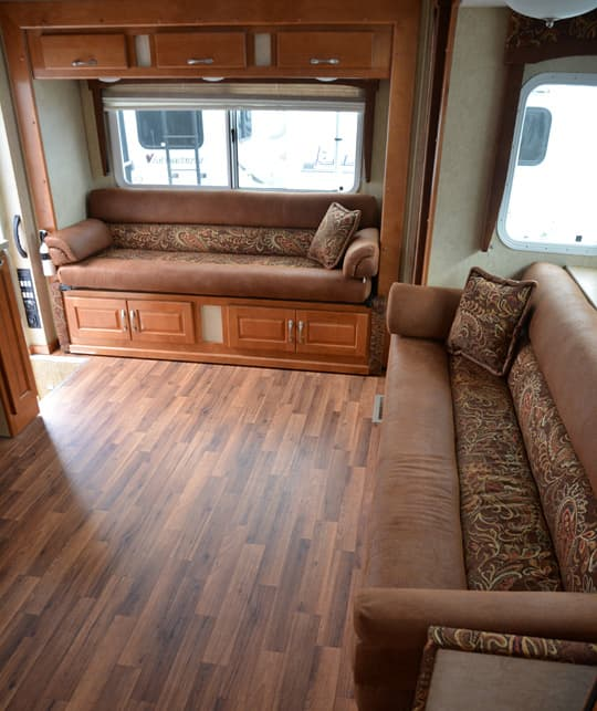 chalet-triple-slide-double-sofa-camper