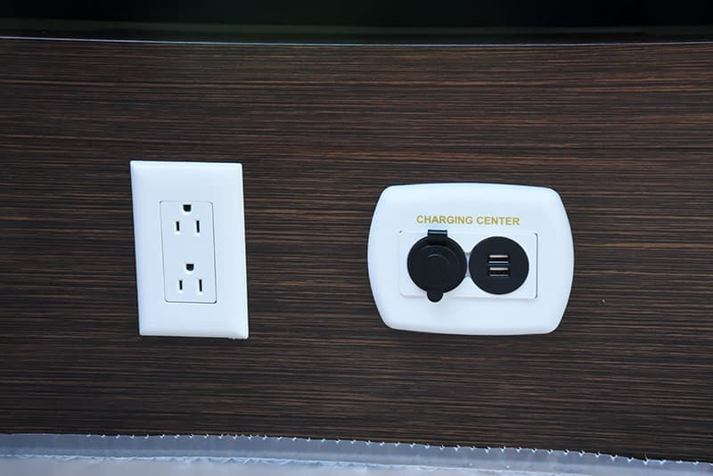 Cirrus 820 cabover 110 and 12 volt outlets
