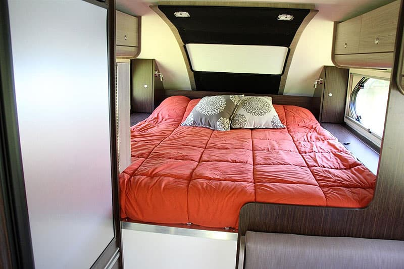Cirrus 820 cabover queen size bed