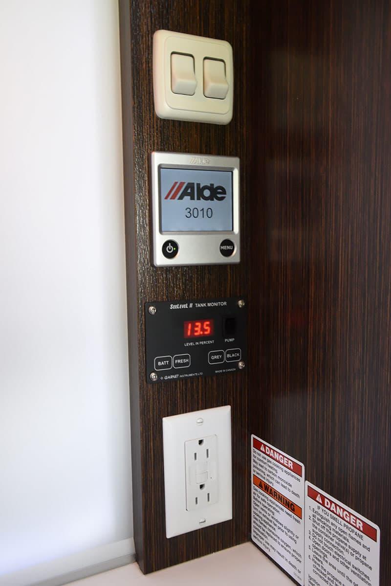 Cirrus 820 kitchen controls
