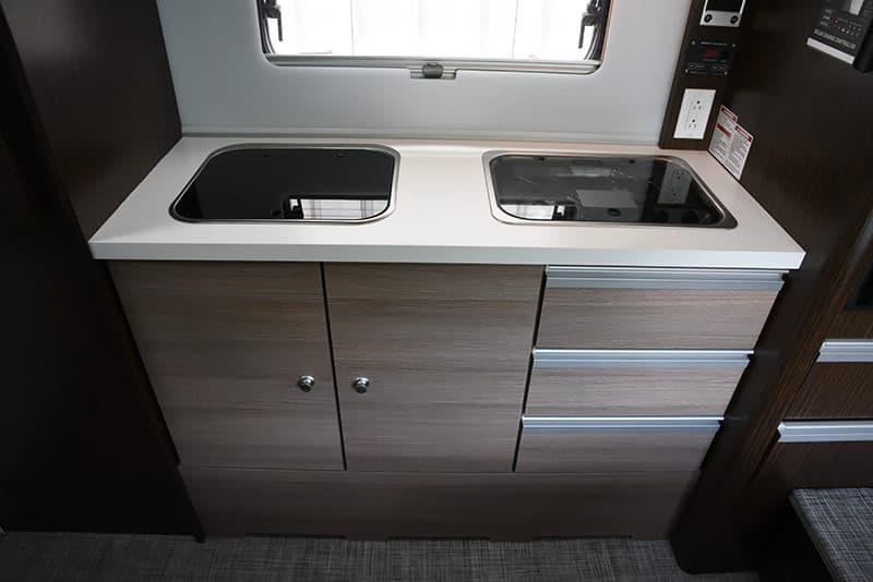 Cirrus 820 modern kitchen feel