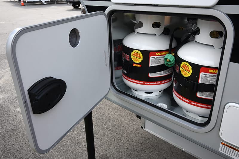 Cirrus 820 two 20-pound propane tanks