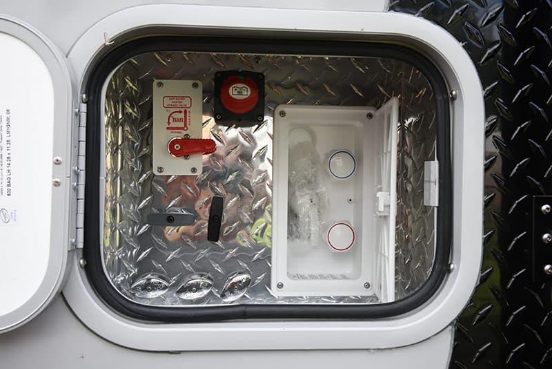 Cirrus 820 service compartment