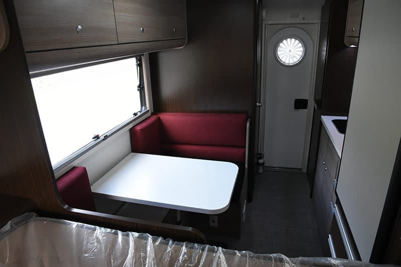 Cirrus 820 dinette and picture window