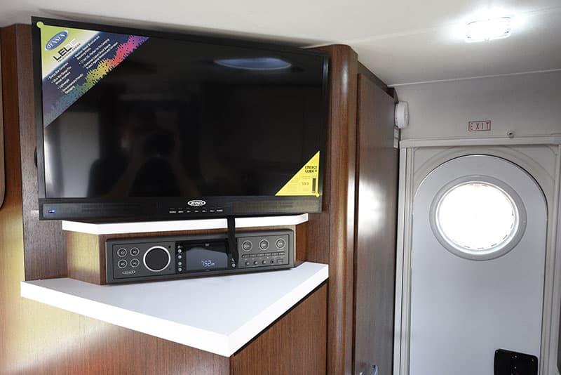 Cirrus 920 Camper 24 Inch Jensen Television