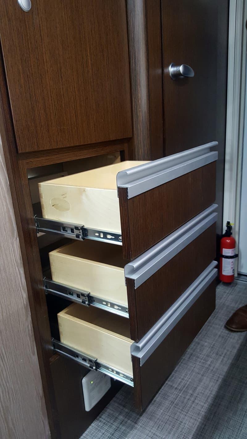 Cirrus 920 Behind Dinette drawers