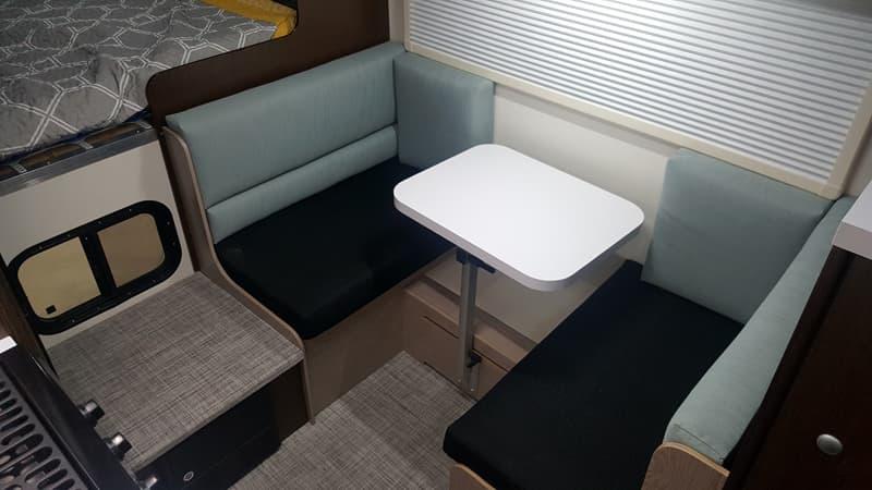 Cirrus 920 dinette Lagun table