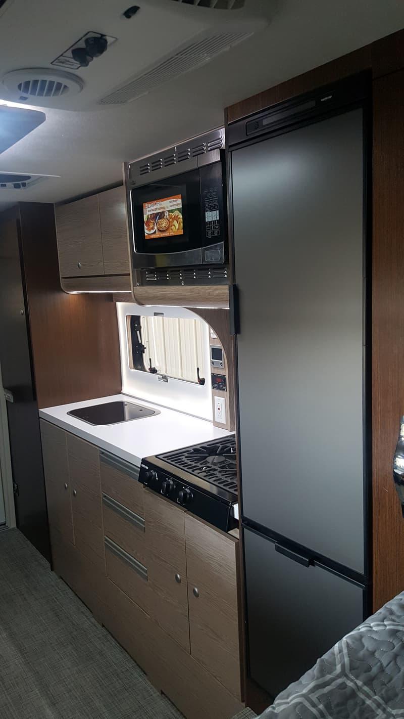 Cirrus 920 refrigerator and kitchen