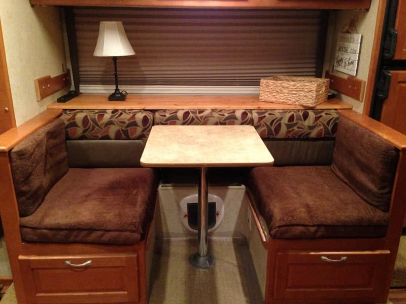 Dinette to Sofa with table