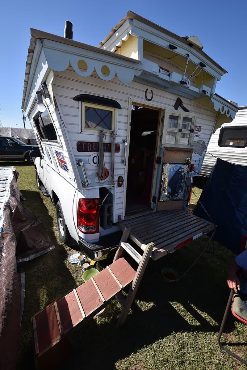 Dog ramp for truck camper
