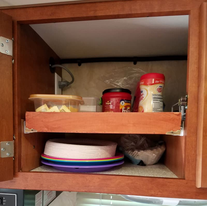 Sliding kitchen shelves for organization