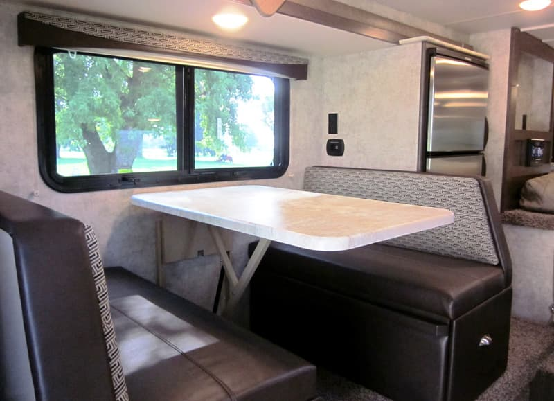 Eagle Cap 811 dinette in Domino
