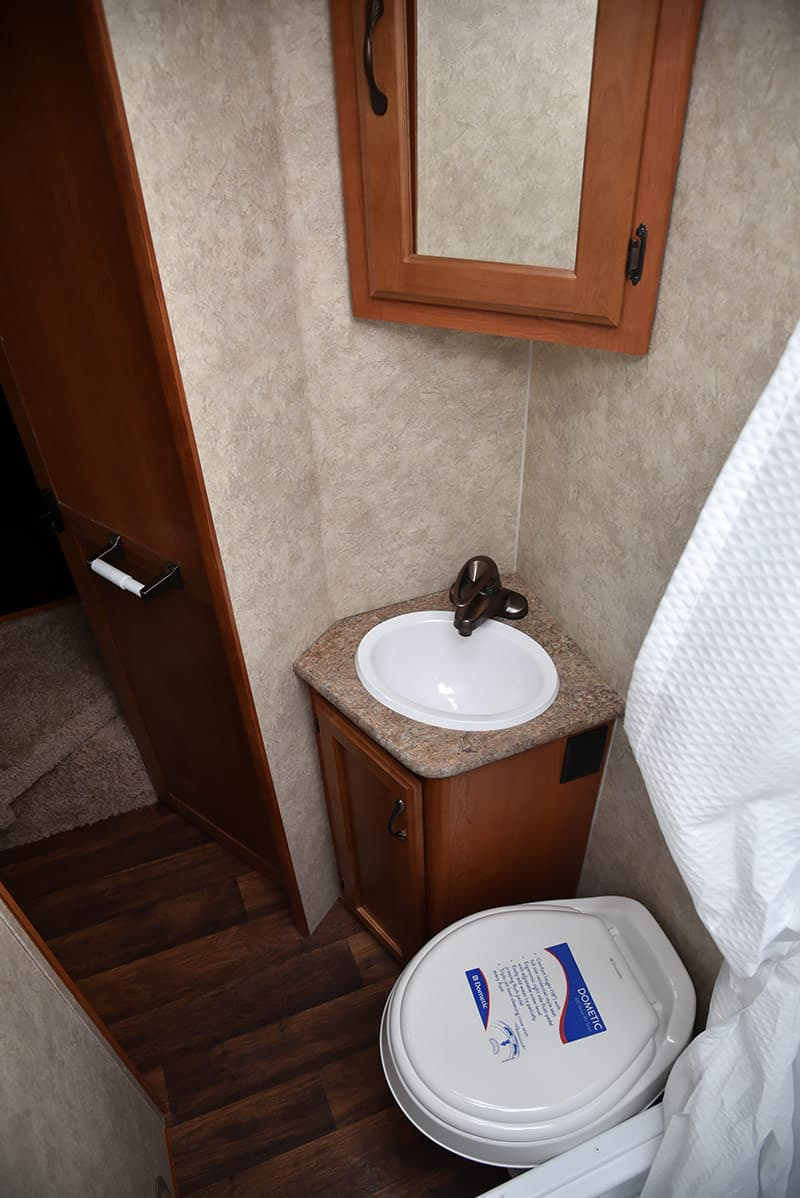Eagle Cap 995 bathroom