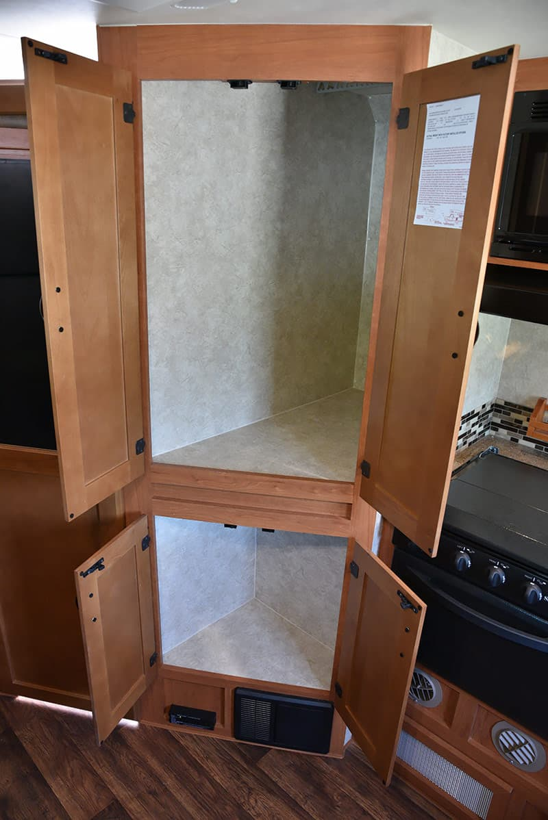 Eagle Cap center storage wardrobes open 995