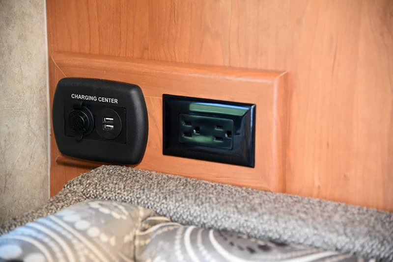 Eagle Cap 995 12-volt and USB and 110 outlets