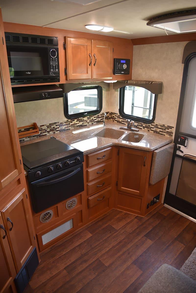 Eagle-Cap-995-kitchen-Driver-To-Passenger