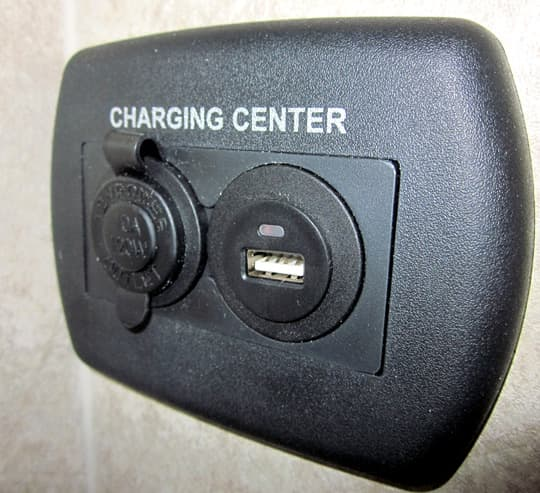 2015-Eagle-Cap-12v-USB-Charger-Port