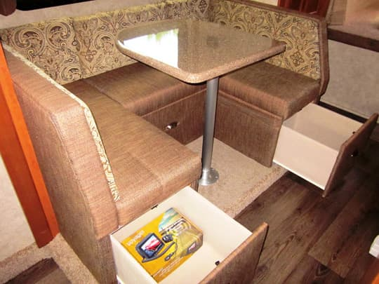 2015-Eagle-Cap-U-Shaped-Dinette-Amaretto