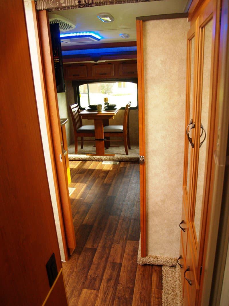 Eagle cap 1200 triple slide the biggest truck camper for Bath 1200