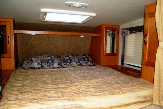 Eagle-Cap-850-Bedroom-overcab