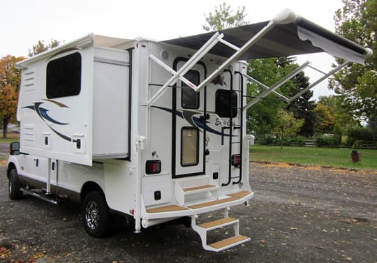 Eagle-Cap-960-Electric-Rear-Awning