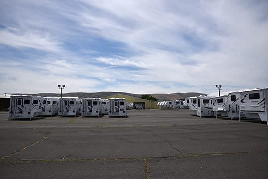 Eagle-Cap-Factory-BIG-EXT-Outside-Finished-Campers