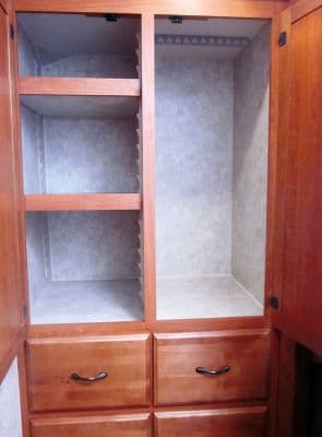 Eagle-Cap-1200-Dressing-room-wardrobe