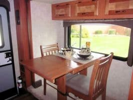 Eagle-Cap-1200-camper-Dinette-table